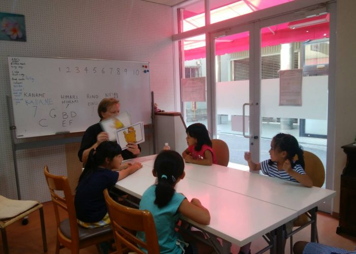 夏休み短期英語教室のレッスン風景