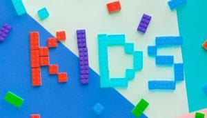 ブロックでKIDSの文字、キッズ英会話イメージ
